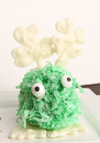 Make these adorable St Patrick's Day cake pops in a few simple steps