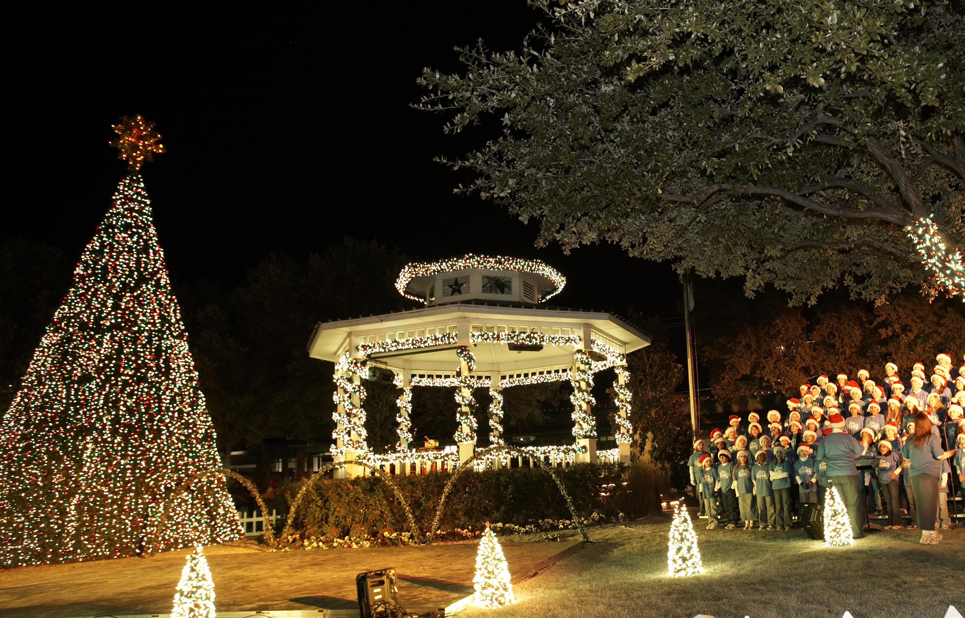 1400 reasons to visit Grapevine, TX this holiday season - Just ...
